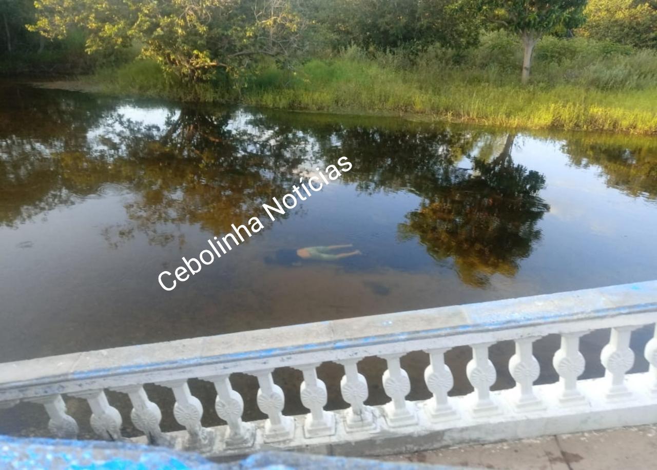 Corpo de jovem é encontrado boiando em rio de Santa Rita de Cássia