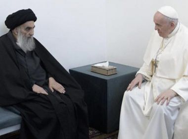 Papa encontra líder xiita no Iraque, que fala em paz aos cristãos em momento histórico